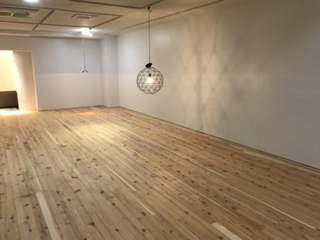 塗装前の杉の床